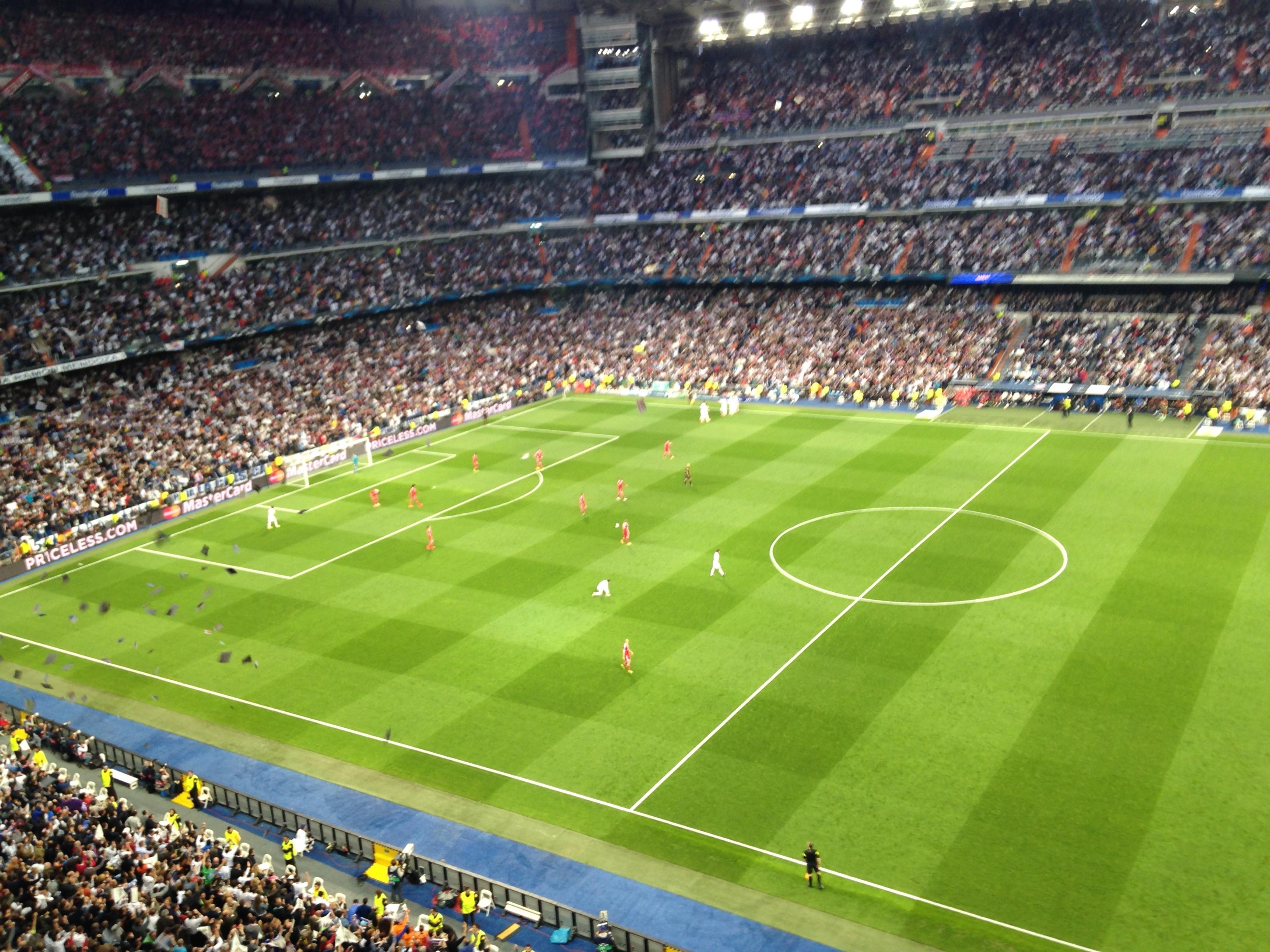 Jogadores do Real Madrid comemoram único gol do jogo